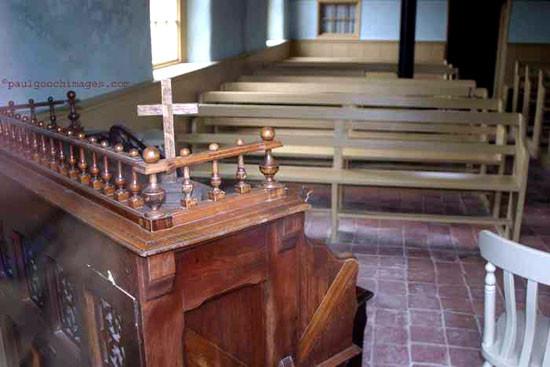 Monksthorpe_Baptist_Church_interior_rear_window_organ